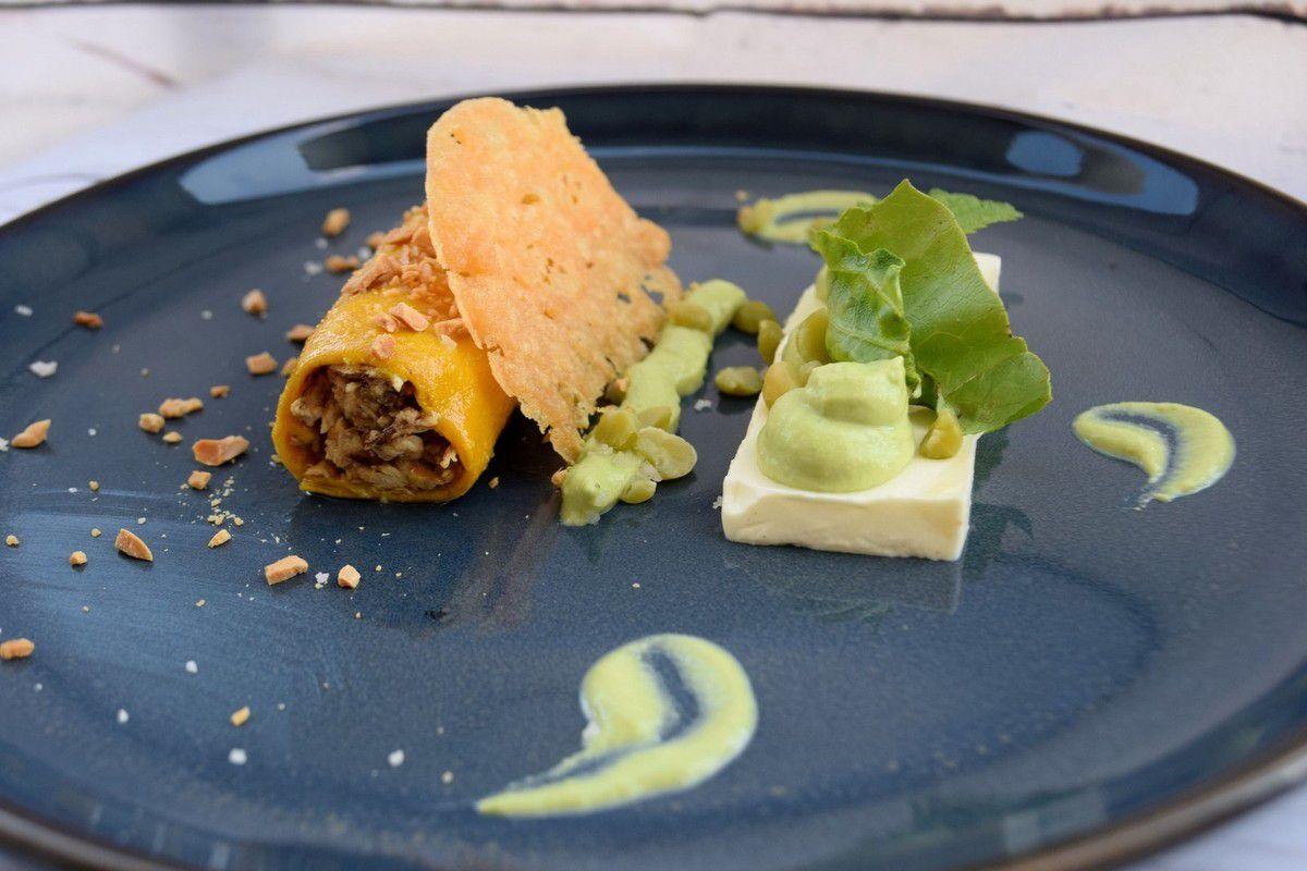 Cannelloni d'Effiloché de Volaille au Curcuma & au Parmesan, Purée de Petits Pois au Boursin, Panna Cotta au Thym