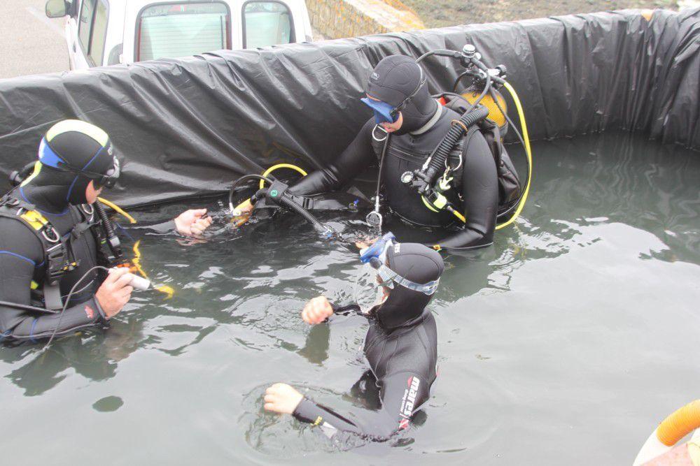 Baptêmes de plongée par l'association entre deux eaux.