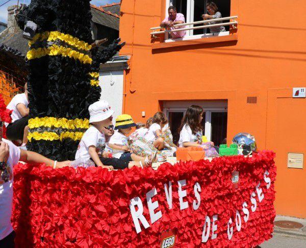 Rêves de gosses : le char des pompiers à la fête des langoustines 2017