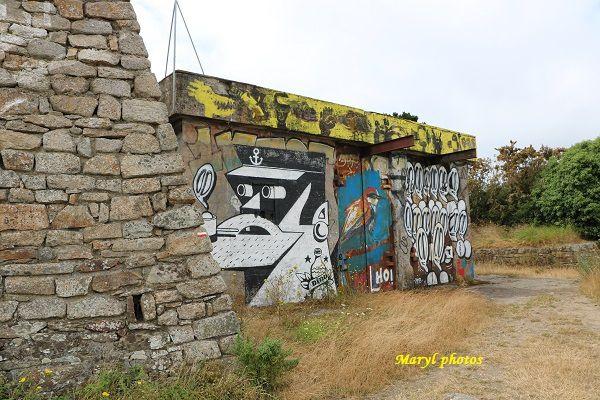 Le bunker construit par les Allemands à l'extrémité du fort de Pen Mané à Locmiquélic, alimentait la station située au niveau des actuels pontons du port de plaisance.