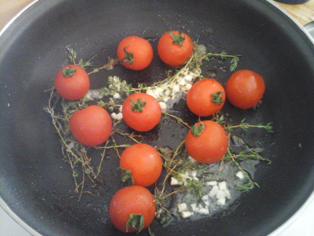 Flan au parmesan et à la sauge et sa farandole de tomates cerise
