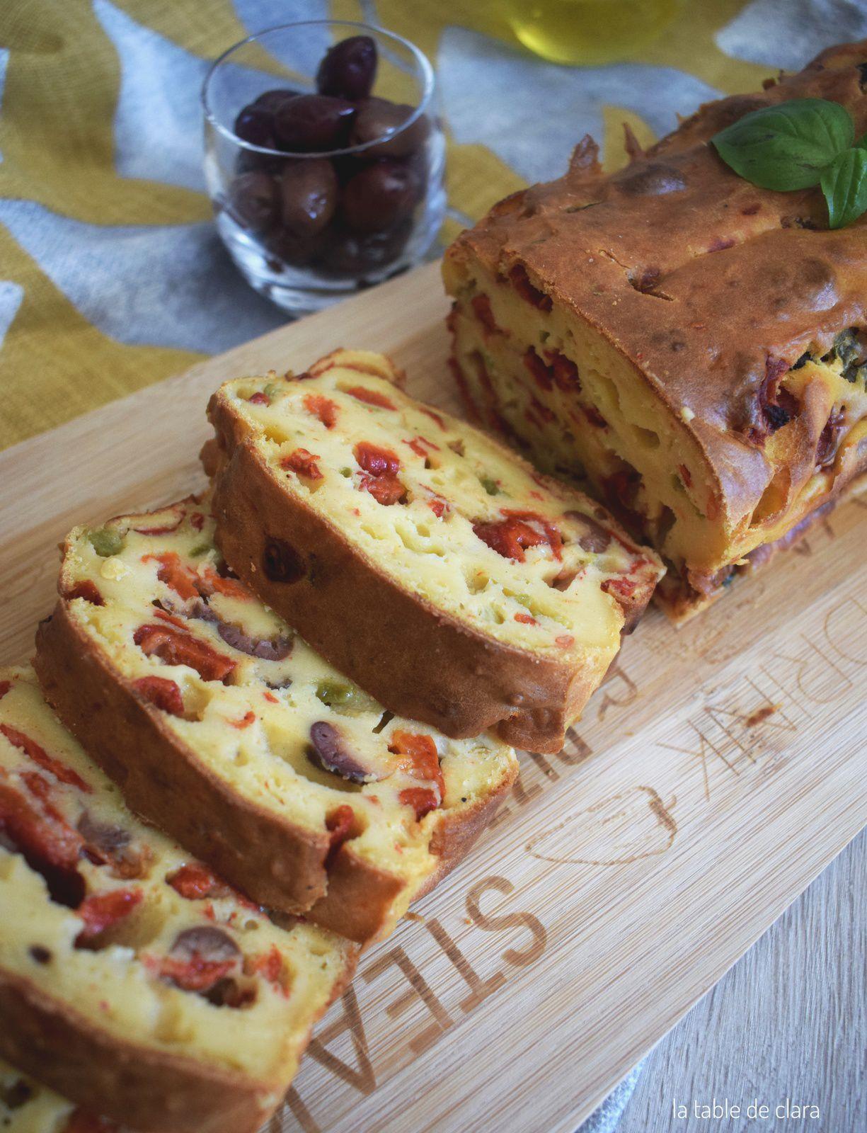 Cake ricotta poivrons olives noires