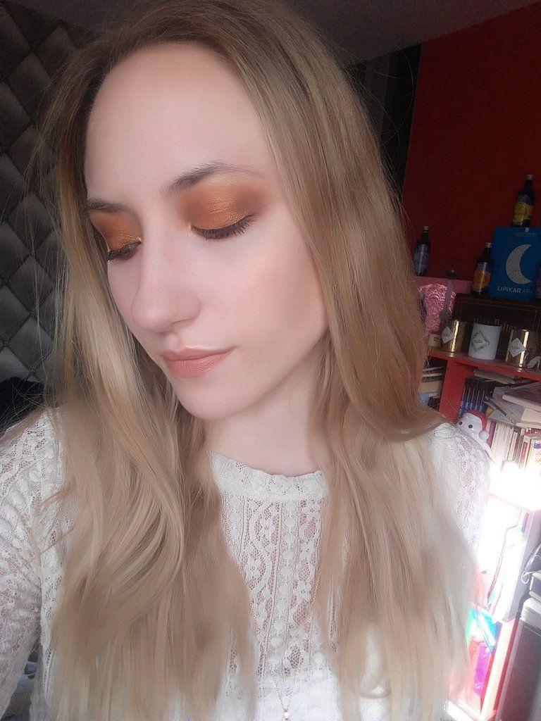 Makeup réalisé vite fait avant d'aller dîner avec mon amoureux (plus de détails sur les autres produits utilisé sur ma photo instagram : blonde_and_peonies)