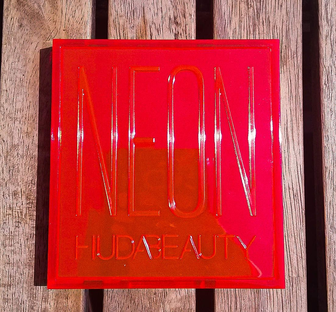 Huda Beauty, Orange Neon Obsession