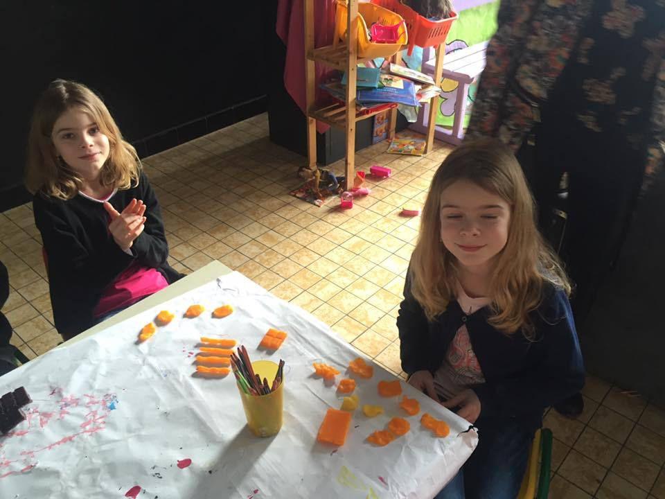 mobile arlequin, bougies à modeler, mandala