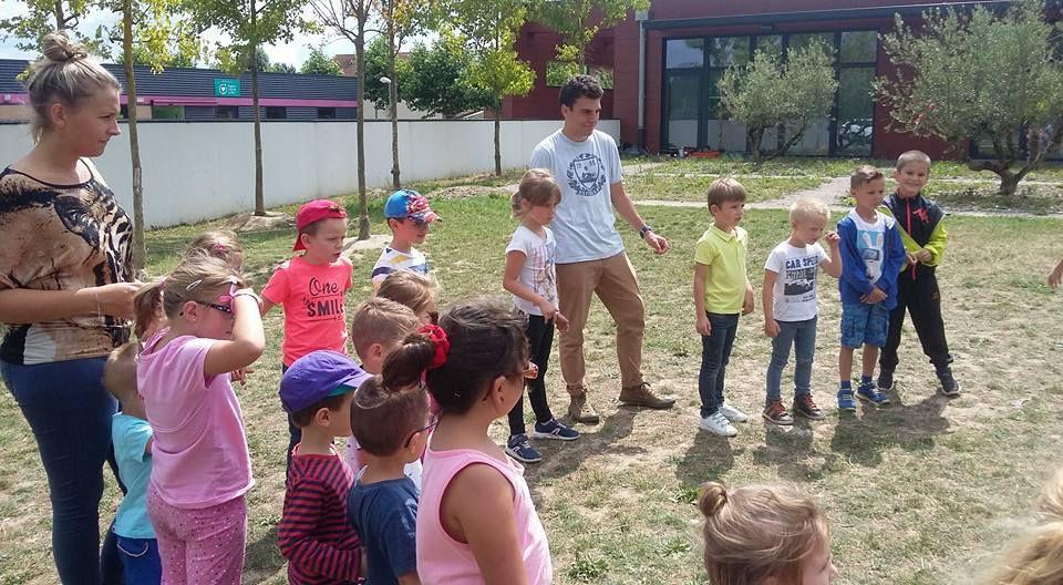 Création de chapeaux fous et jeux extérieur avec le groupe des 2013-2014, jeux d'eau
