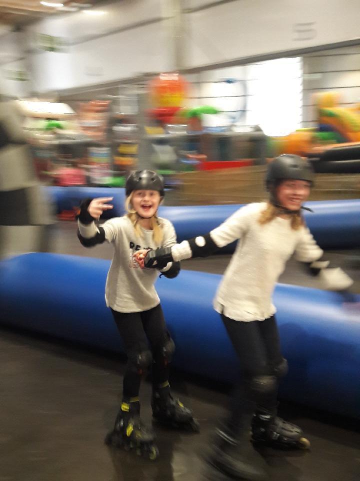 Sortie kids parc ce matin pour les grands à Lille Grand Palais: au programme patinoire escalade roller Curling et plein d'autres choses encore....