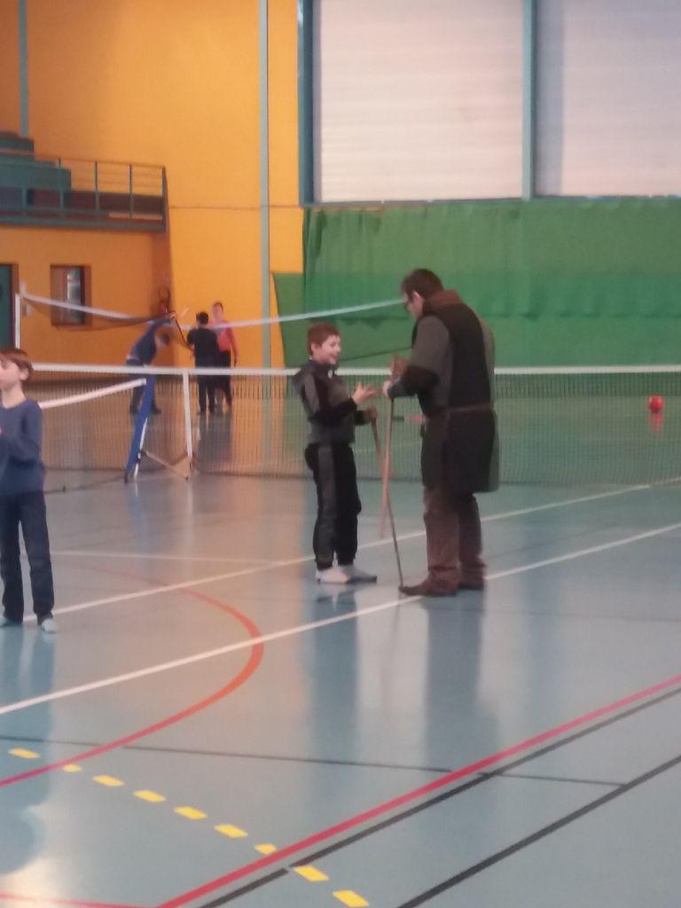 À la demande générale des 10-14,  initiation aux arts martiaux médiévaux....