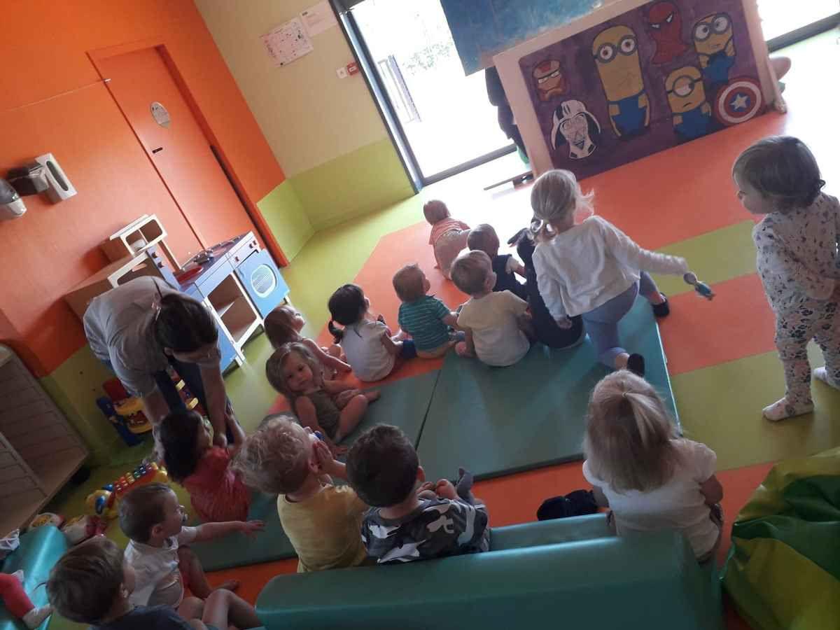 Présentation d'un spectacle de marionnettes à la Crèche de Lallaing
