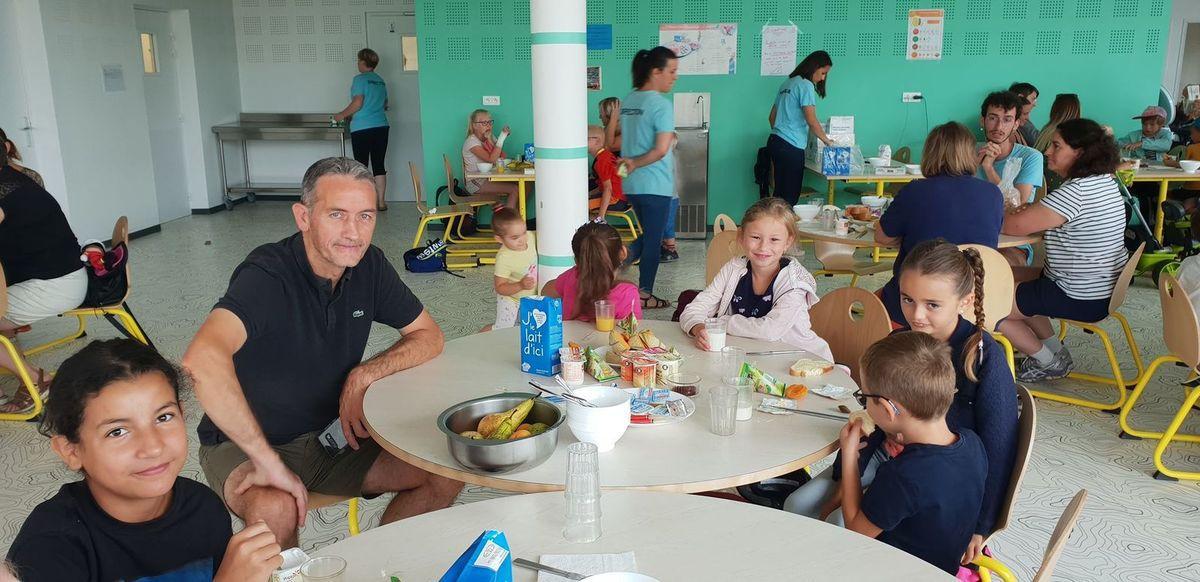 06-08 Pti dèj du Centre DUNANT