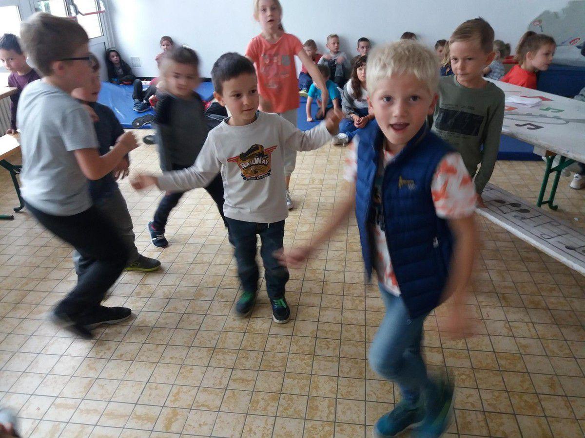 Après les chants,petites danses en musique