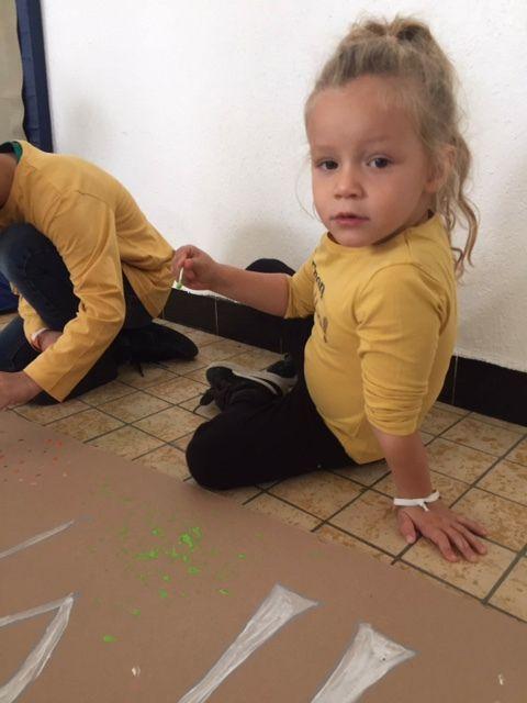 Fresque peinture au coton tige