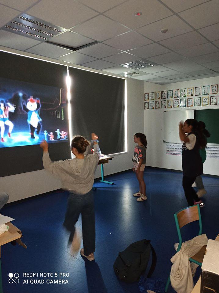LES GRANDS : Activité Manuelle, Just'dance, repas et jeux
