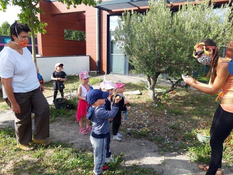 """Découverte de l'apiculture avec l'association """"la clés des Ruches"""" de l'Avesnois"""