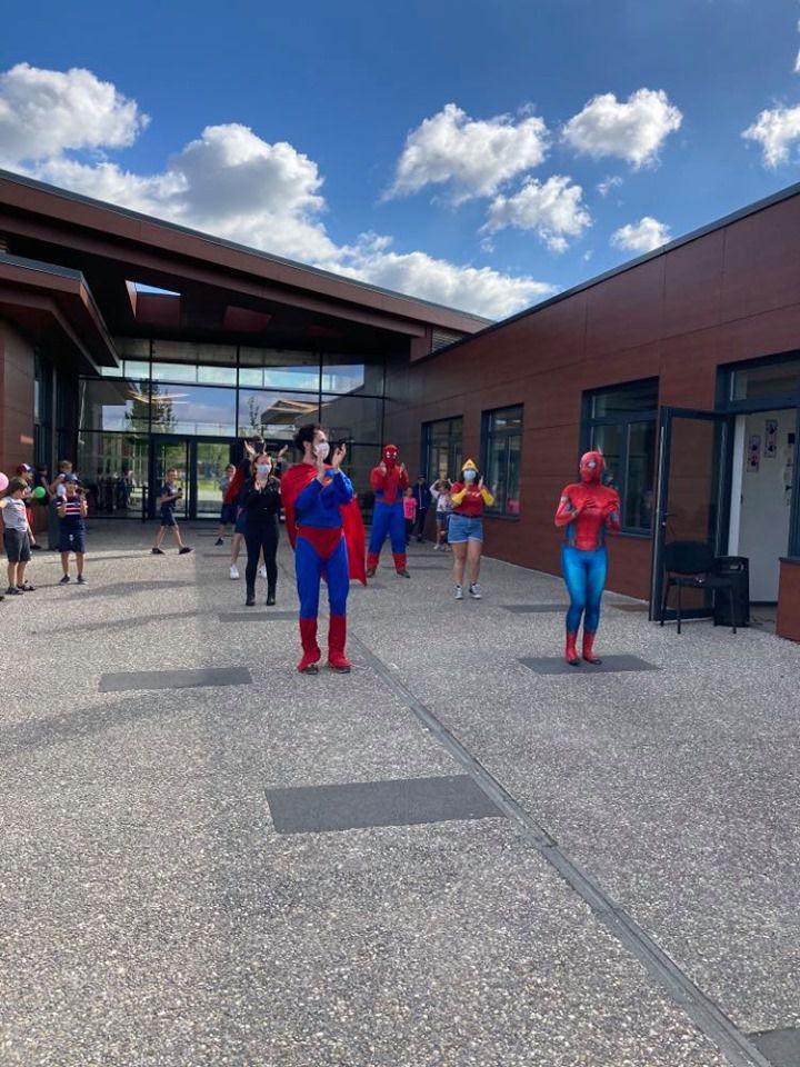 Journée Supers Héros - Devinez qui est le Spiderman au 1er plan ?