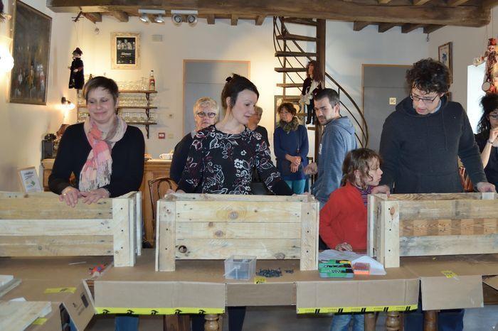 Lors d'un atelier organisé par le repair-café, Kevin et Stéphane ont partagé leur savoir-faire avec tous ceux qui le souhaitaient.
