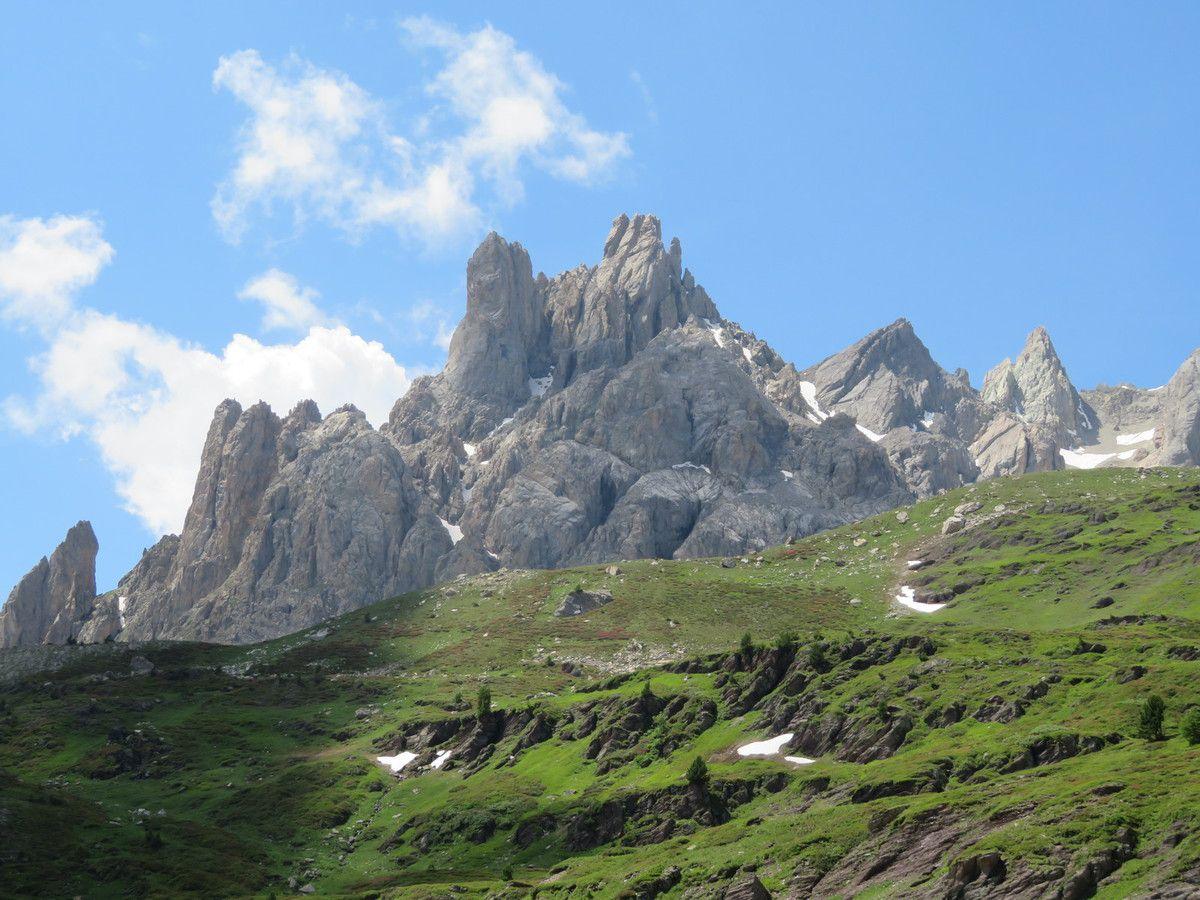 La Main de Crépin qui a perdu l'un de ses doigts, l y a quelques années. Une montage idéale, dans le massif des Cerces. (Photo MF)
