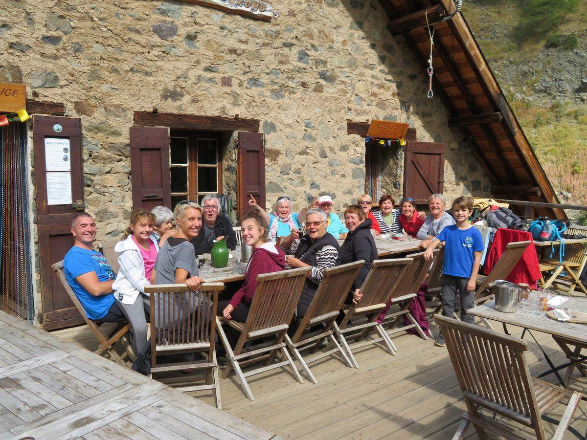 Autour de la table, au refuge du Tourond, nous avons passé un moment très joyeux. (Photo MF)