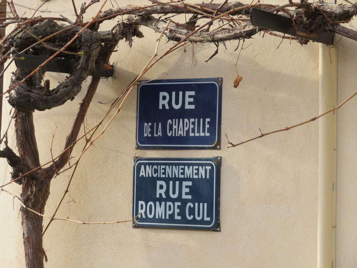 Détail amusant du chemin qui redescent du château. (Photo Mf)