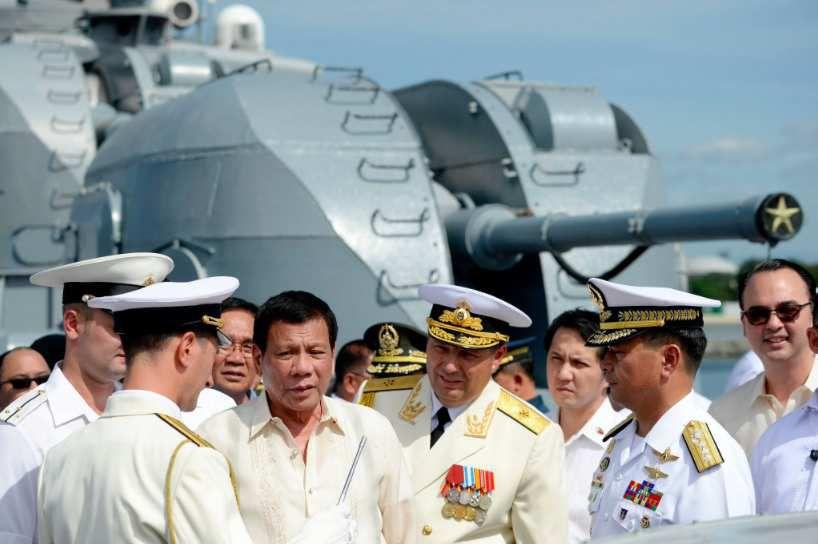 Le 6 janvier dernier, le président philippin Rodrigo Duterte rencontrait le vice-amiral Mikhaïlov sur le destroyer russe Amiral Tributs en visite à Manille.