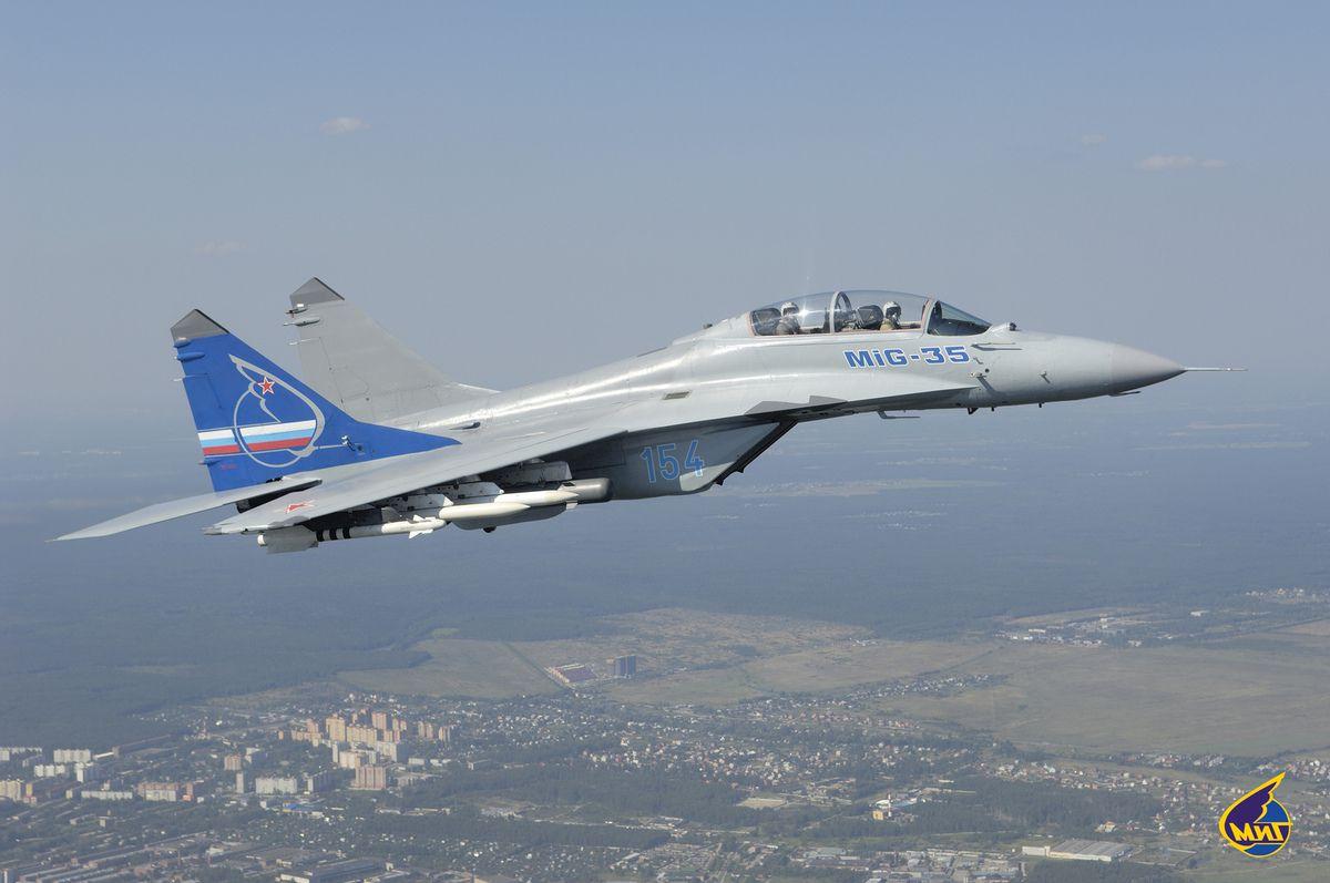 """Les MiG-35, dernière évolution des MiG-29 """"Fulcrum"""" de la Guerre froide."""