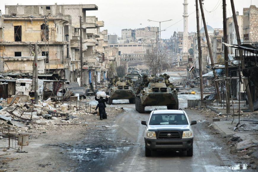 Des sapeurs russes dans la ville syrienne d'Alep. Crédits : ministère de la Défense russe.