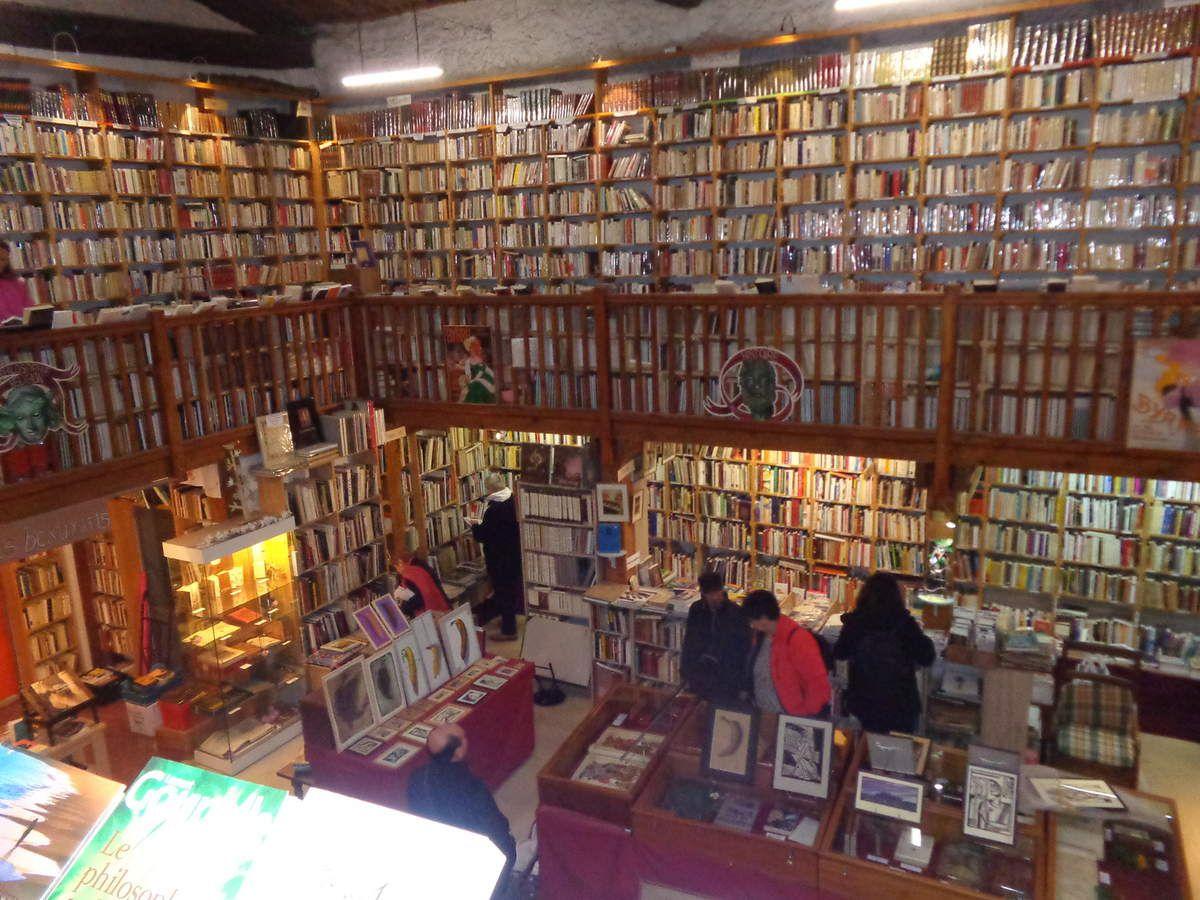 Le Somail. Librairie. Le Trouve tout du livre.