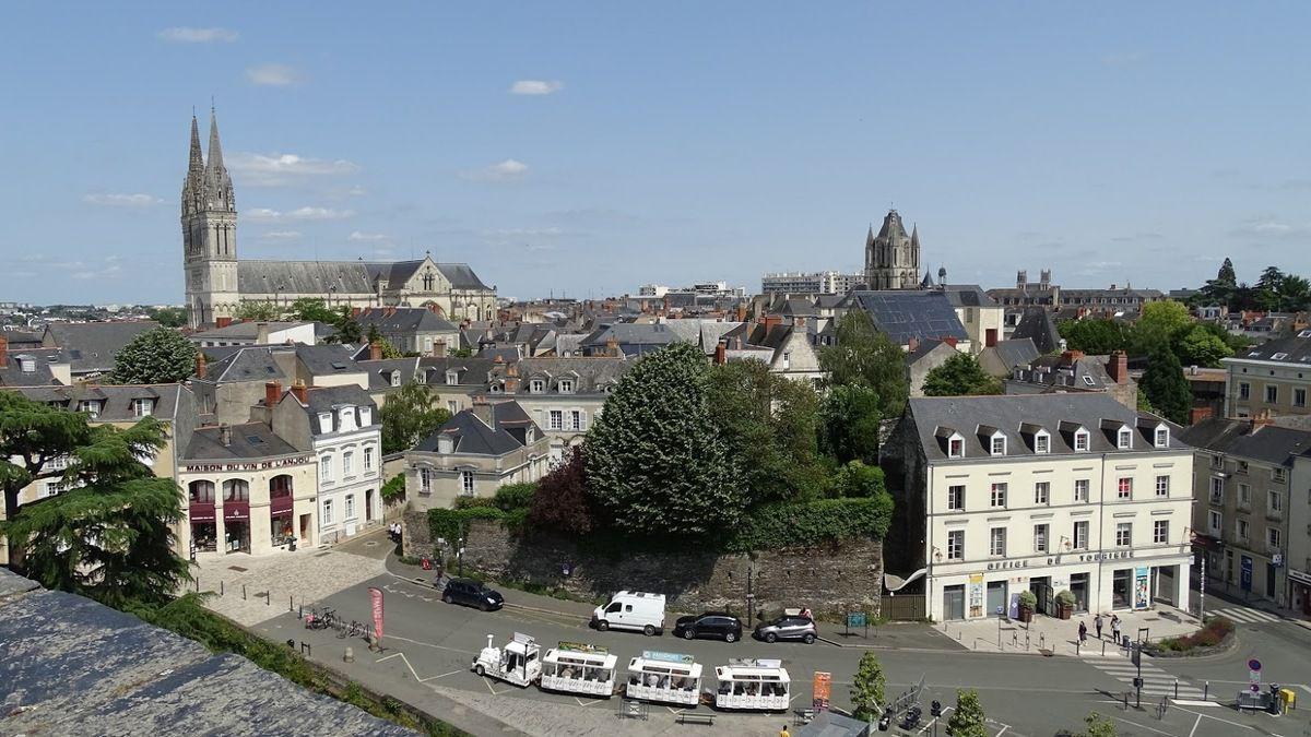 Vue sur Angers depuis le château des ducs d'Anjou. Photo : JLS (Cliquer pour agrandir)