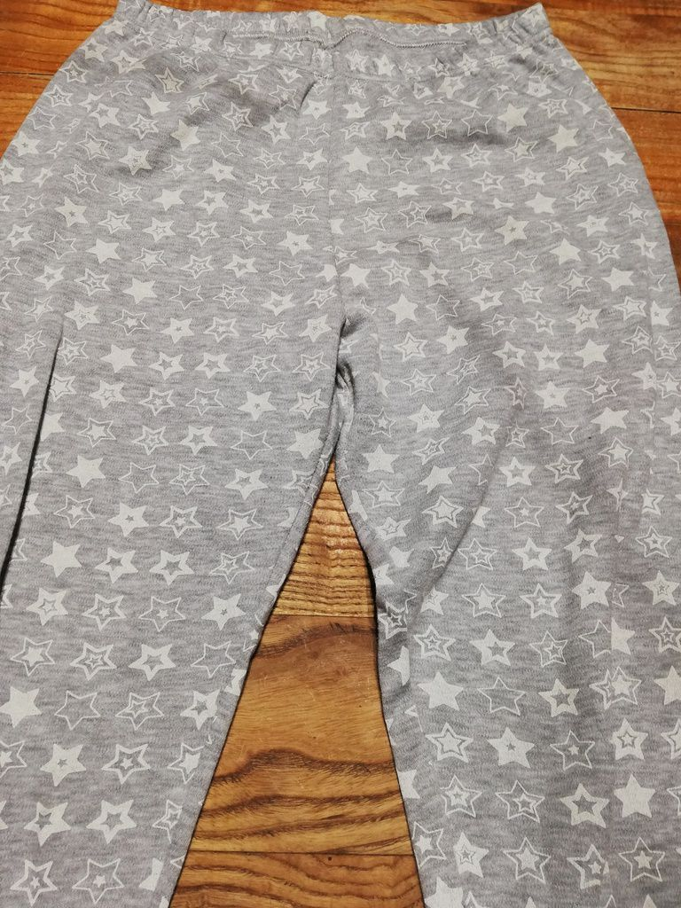 La bonne couleur du pantalon est celle des salopettes