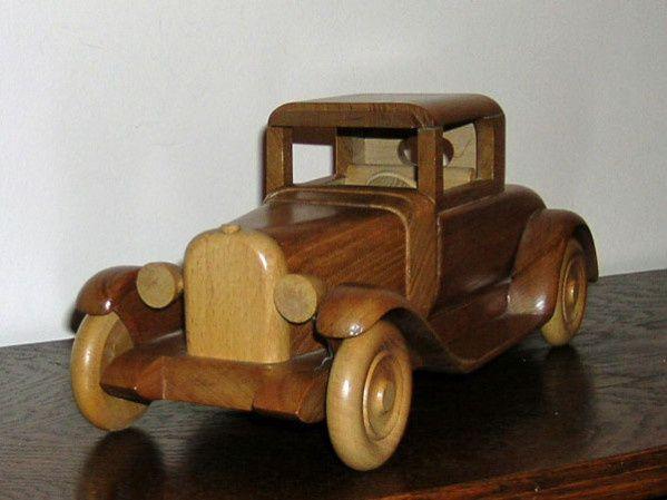 La voiture en bois de Farfadet 86