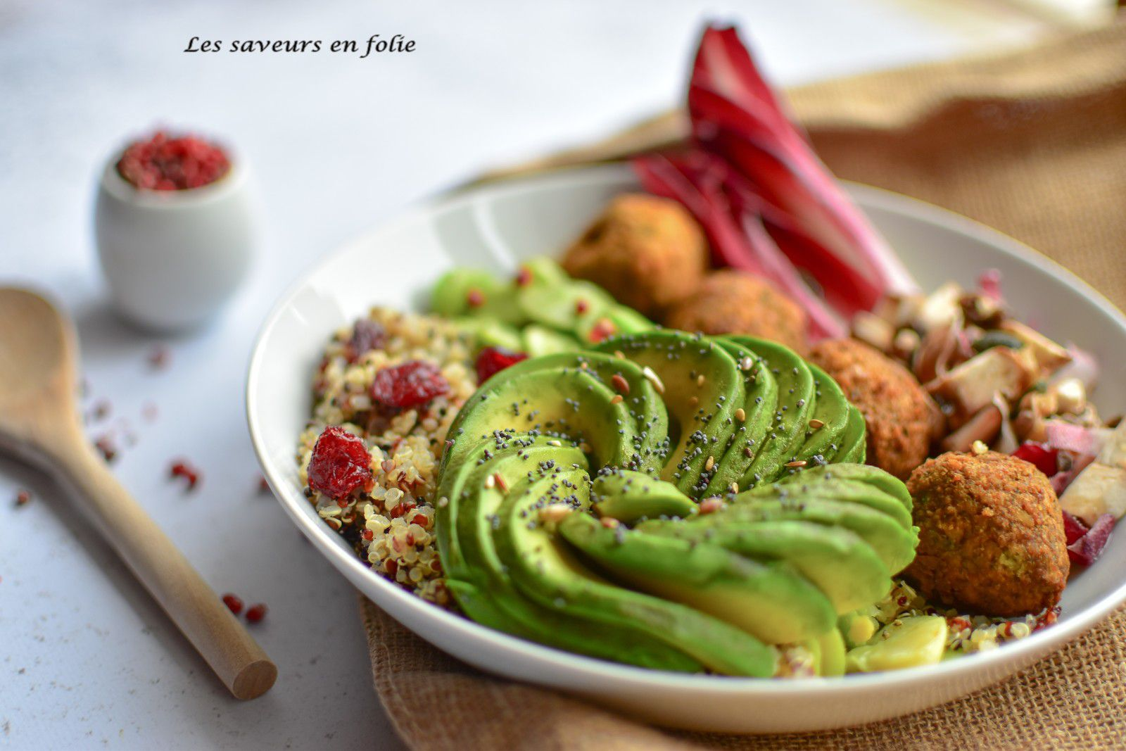 Buddha bowl avocat, falafels, fèves...