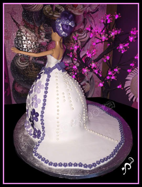 Gateau princesse Barbie pour les 5 ans de Zayane ♥️ - génoise - nutella - ganache chocolat noir - pâte à sucre - gel alimentaire - paillettes alimentaires - 100% réalisé à la main - janvier 2017