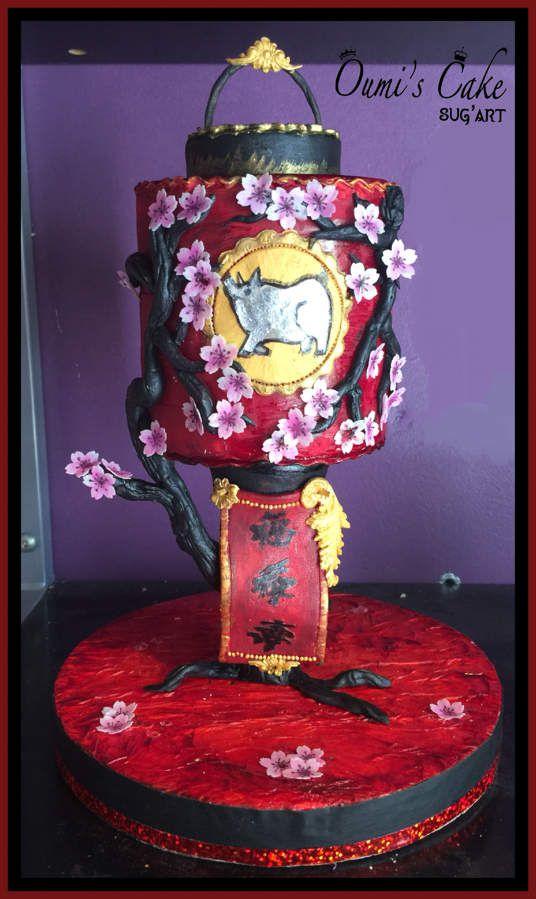 Donc voici ma lanterne 🏮un petit gravity-cake. Tout est fait et peint à la main.  Il est écrit : bonheur, prospérité, longévité, sur le fanion.  Joyeux nouvel an chinois 2019 ⛩