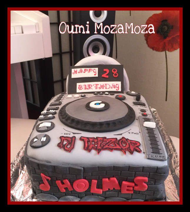 Gateau table de mixage pour les 28 ans de Holmes 💿🎤 (mars 2016)