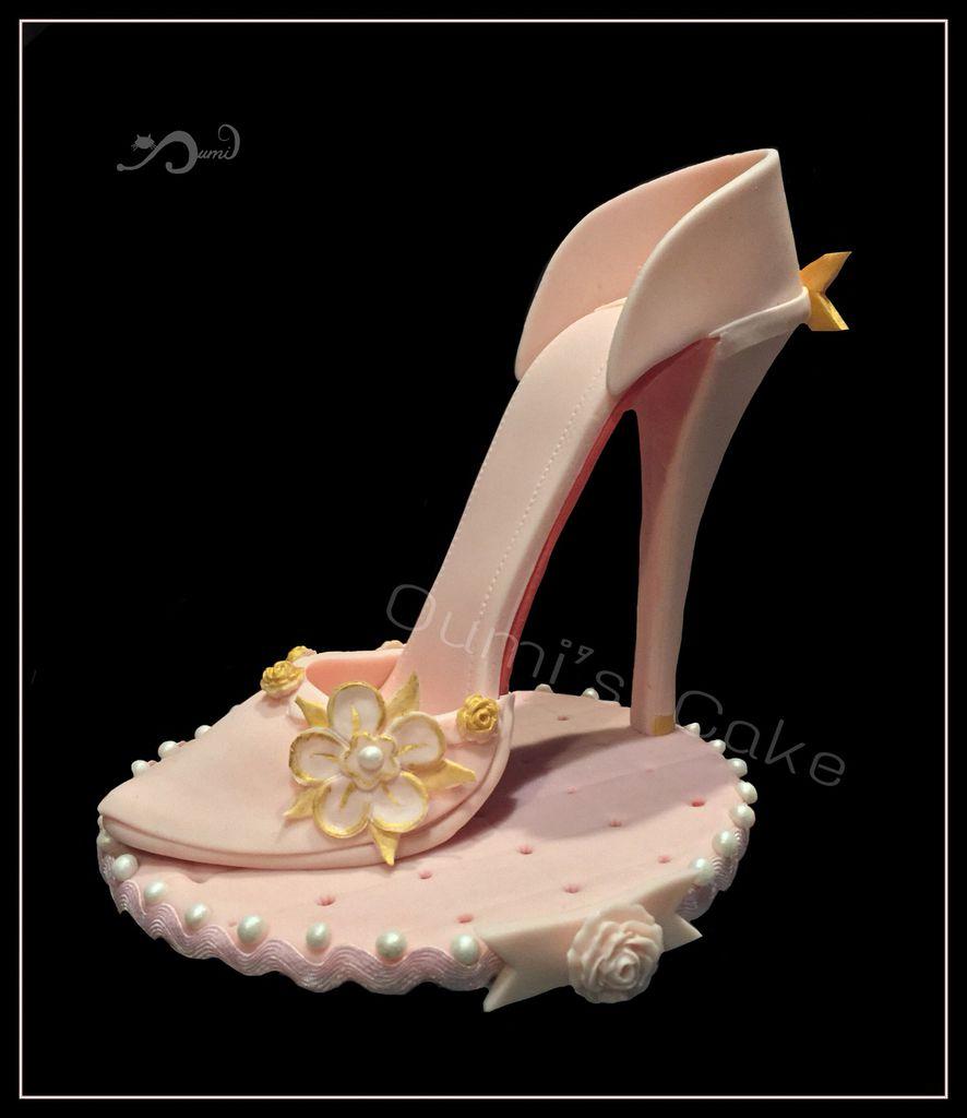Gateau chaussure - entièrement réalisé à la main - génoise vanille/fourrage chocolat au lait/couverture chocolat noir ...10h de travail -