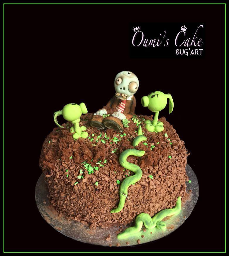 Yo ✌🏼  En ce triste jour, je vous présente le gâteau d'anniversaire de mon fils Mohamadi, qui a fêté ses 9 ans le 9 décembre avec ses amis. Gâteau thème « zombie vs plantes », un de ses jeux préférés.  Génoise vanille Curd fruits rouges Ganache chocolat noir  Modelages entièrement réalisés à la main. Le zombie a succombé à ses blessures: théoriquement debout, il s'est cassé 🤯🥺, donc il s'est retrouvé semi enterré 😅🤫  Des becs