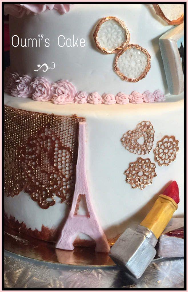 Gateau attrape rêves - entièrement réalisé et modelé à la main - dentelle comestible maison - rouge à lèvres modelé sans moule -