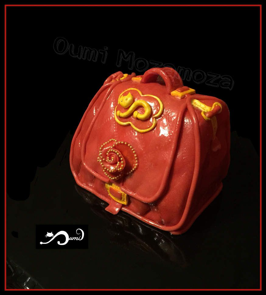 "Gateau sac à main - ""purse bag"" - entièrement modelé à la main - 12x5x10 cm - génoise - confiture fruits rouges - ganache recouvrement chocolat noir"
