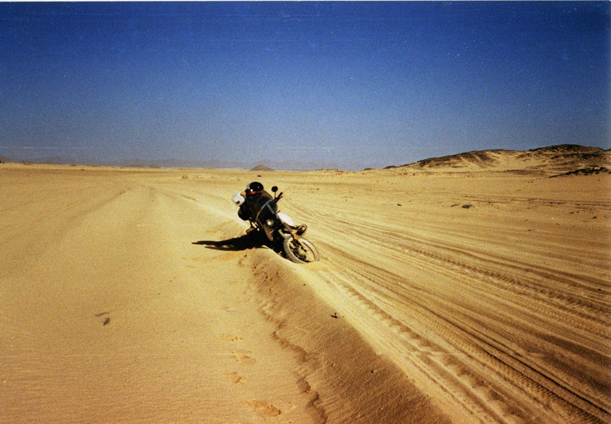 BMW 80G/S - Sahara - Sur le route de Tamanrasset - 1985