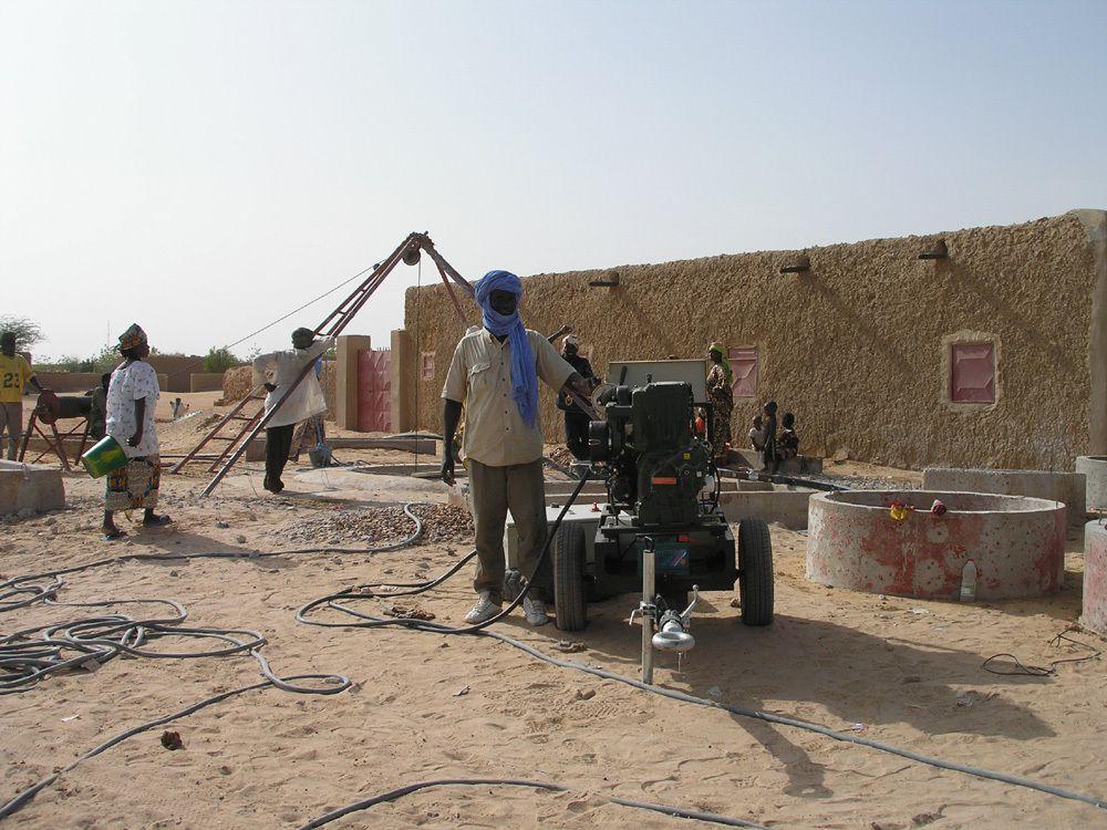 Travaux autour d'un puit à Ansongo (Mars 2007)