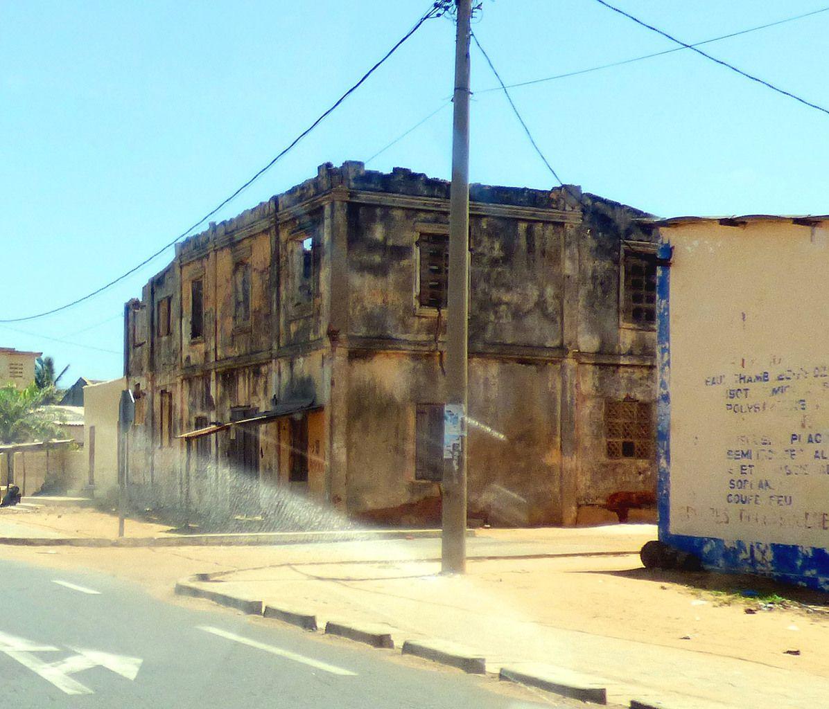 Vieilles maisons coloniales à la frontière Togo-Bénin