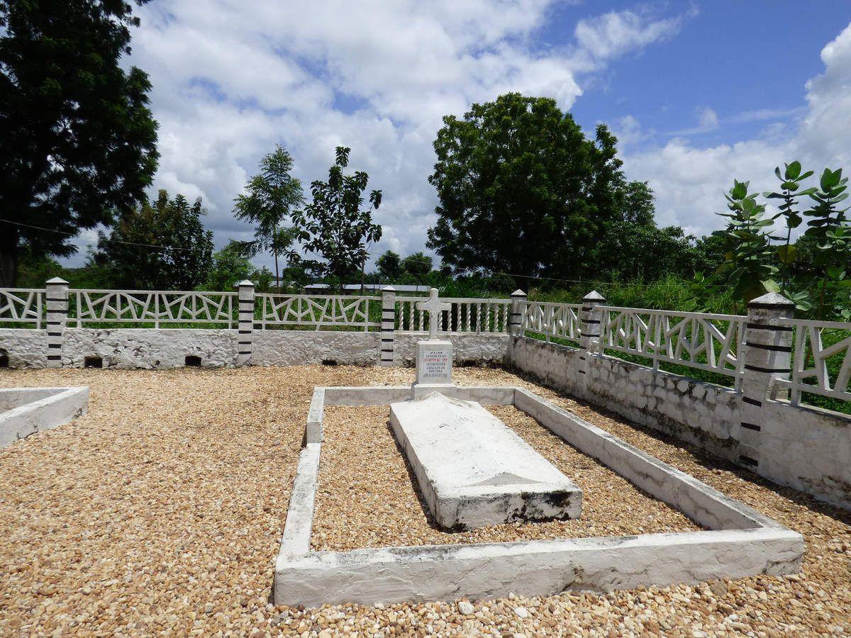 Sur la route entre Atakpamé et Lomé, on peut visiter le mémorial de Chra (Aout 1914)