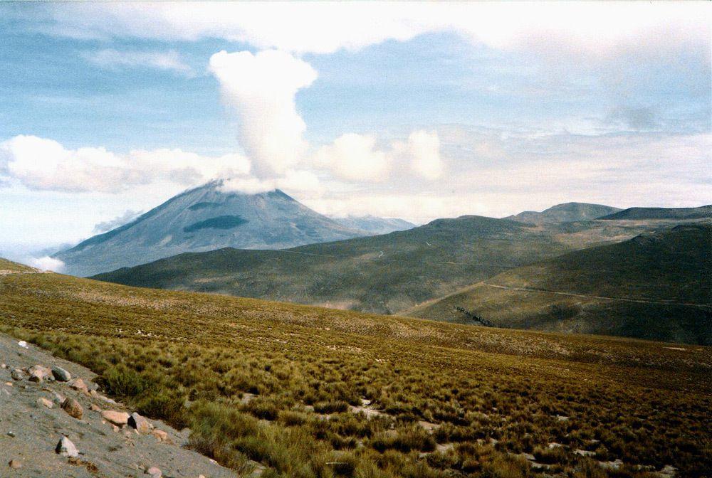 Pérou : Sur la route entre Puno et Arequipa : Le volcan Misti