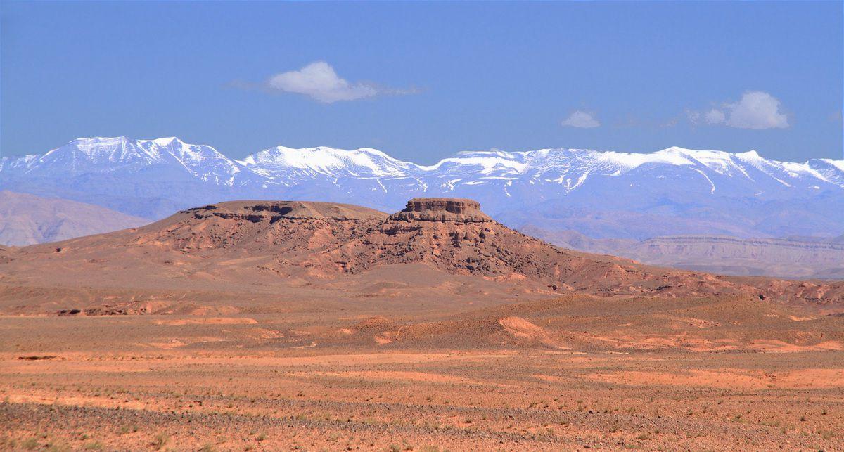 A quelques kilomètres de Ouarzazate sur la route d'Erfoud (Maroc)