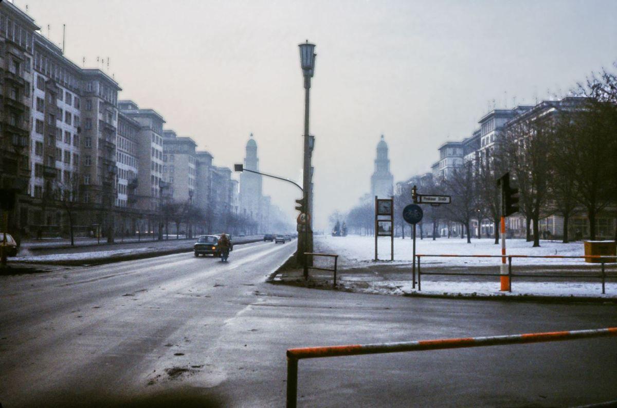 Ces 2 photos ont été prise à 2 ou 3 heures d'intervalle. La première a été prise à Berlin Est puis j'ai traversé à Check point Charly et j'ai pris la seconde à Berlin Ouest. C'était en fin de matinée, et en début d'après midi