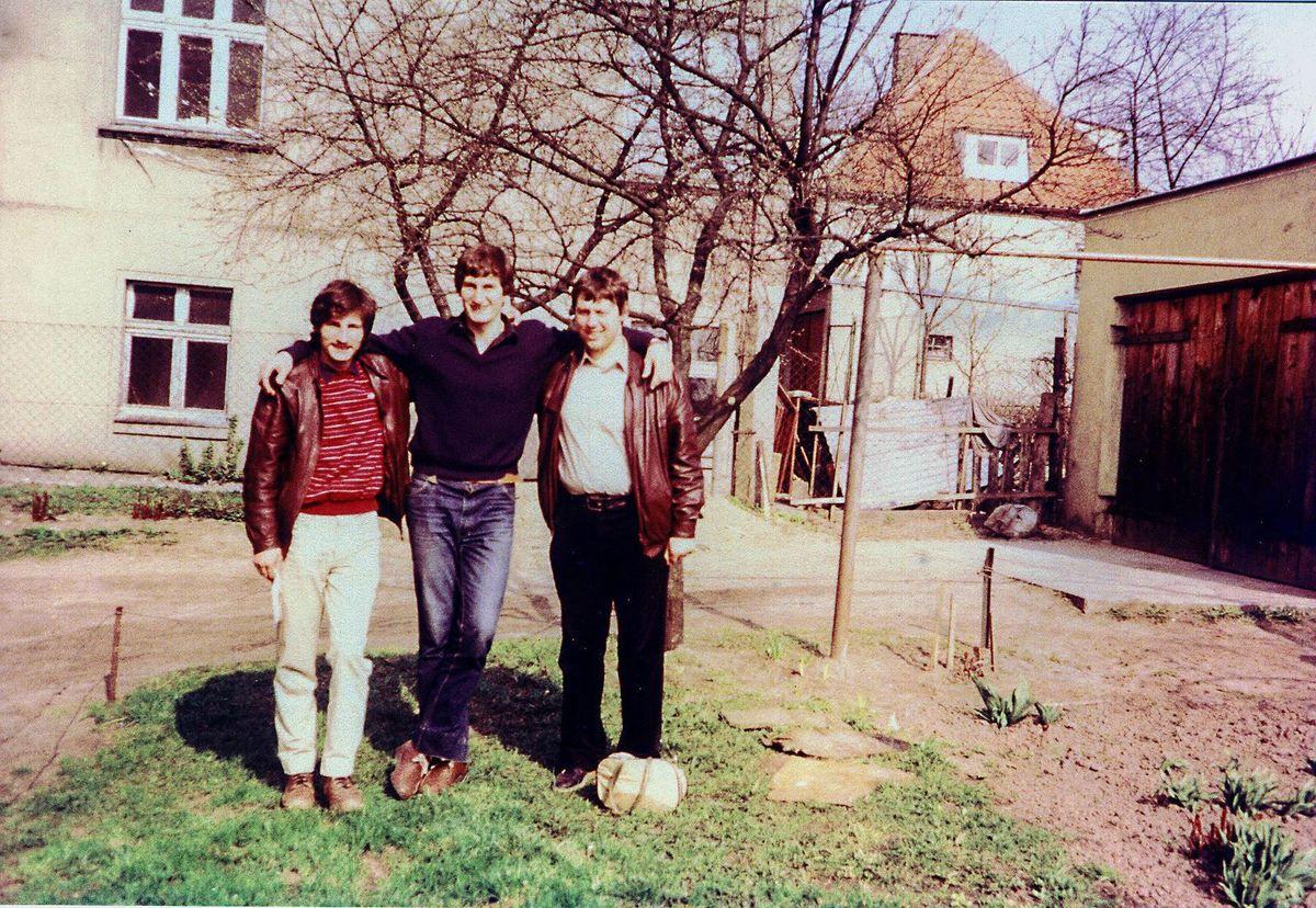 Sur la route du retour avec notre ami Bogdan devant sa maison