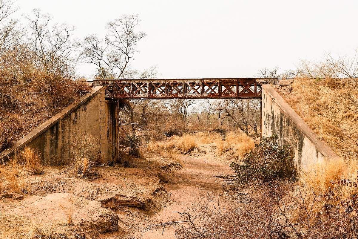 Pont de chemin de fer reliant Dakar à Bamako : La plupart des ouvrages datent des années 1920