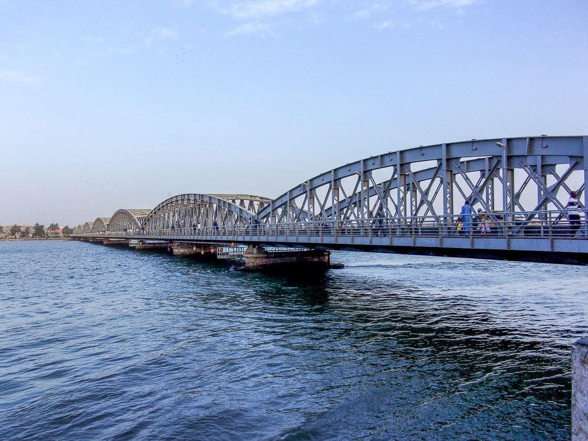 On accède à la ville par un pont : Le pont Faidherbe