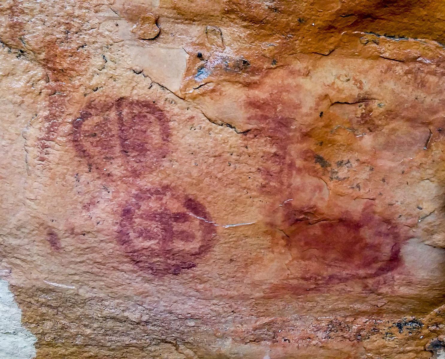On remarquera le signe 'Kanaga' dans un cercle.