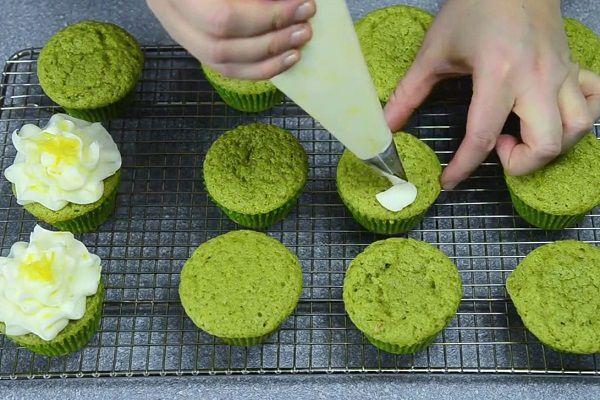trang trí cupcake trà xanh